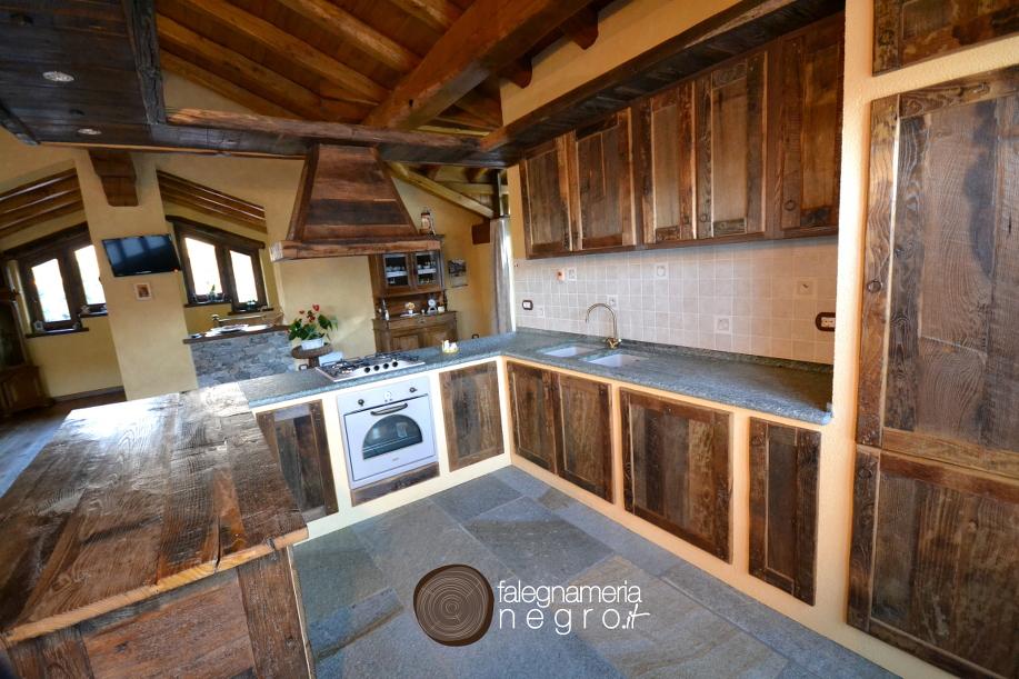 Cucina in legno antico - Falegnameria Negro - Biella